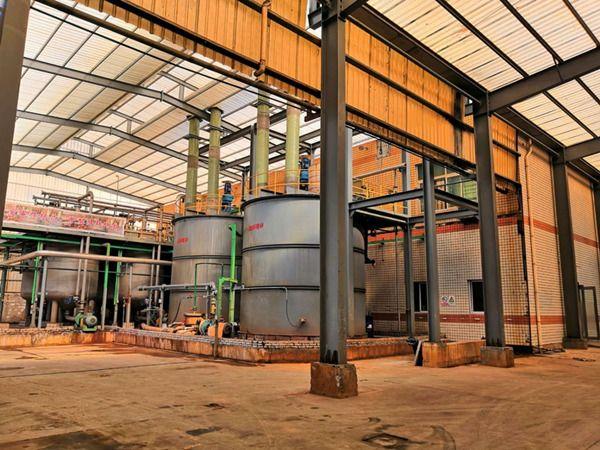 图为新福钛白粉有限公司纳米催化污水处理剂生产装置。记者姜小毛摄
